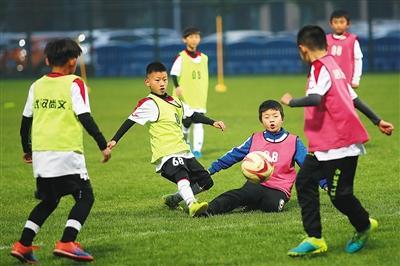 21人入选国家成年队、76人效力于职业俱乐部, 武汉足球青训出产人才的秘诀是什么?
