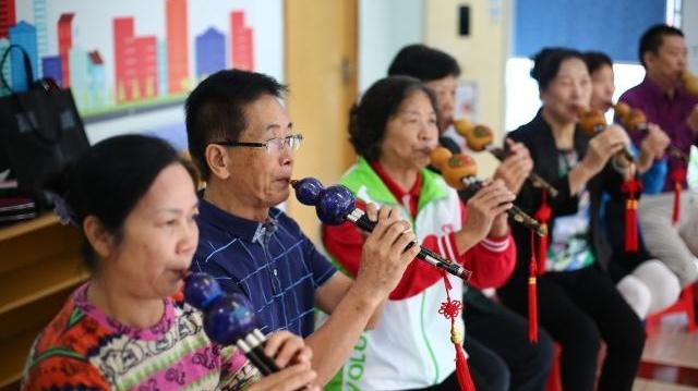在广州,有一支老年人组成的义工队
