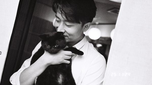 黄轩写真曝光 分享一枚东京街头的猫系男友