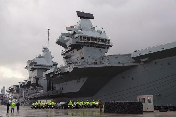 英国新航母刚服役就出事故 严重泄漏遭海水倒灌