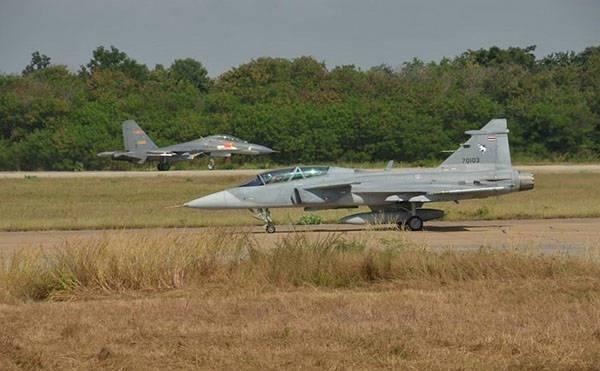 2015年中泰空军演习中的鹰狮战机和歼-11A战机
