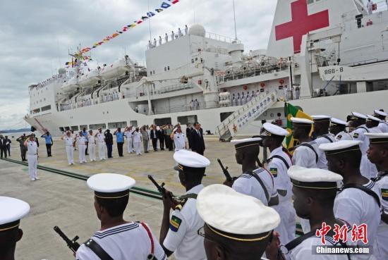 """中国海军和平方舟医院船举行第三批""""和谐标兵""""颁奖典礼"""