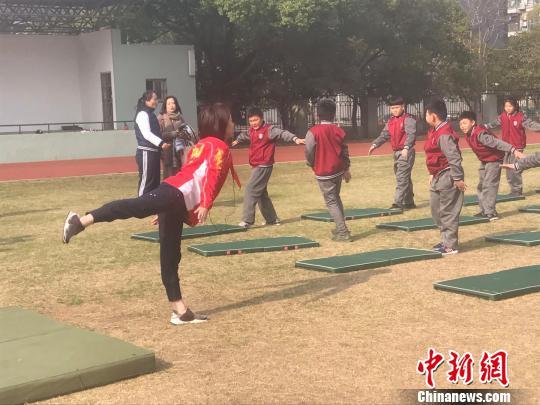 世界冠军谈中小学体育课程发展 称应增设运动项目