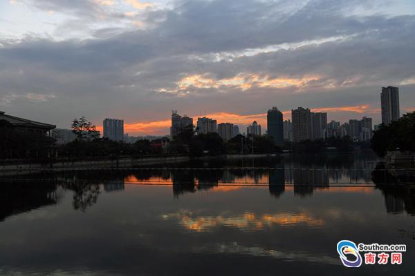 白云镶嵌了金边!夕阳下的广州美呆了