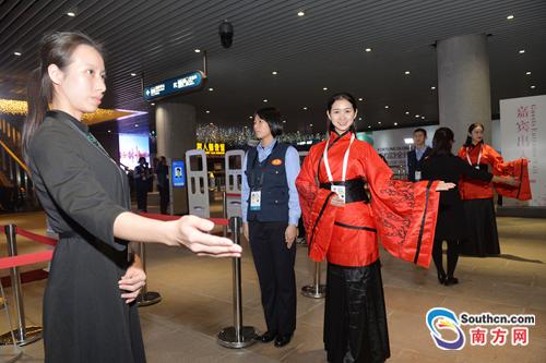 《财富》全球论坛闭幕 广州志愿者展现青春风采