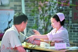 广东拟提高待遇招护士未来需堵上约10万名护士缺口