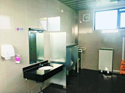 """北京西城胡同""""厕所革命"""":500座公厕已被改造"""