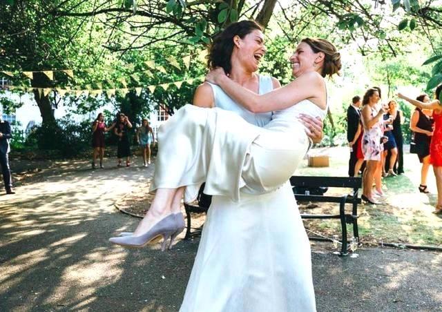 女排联赛出柜第一人 晒出与女友婚纱照