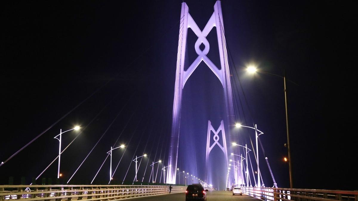 港珠澳大桥主体工程全线亮灯!基本具备通车条件