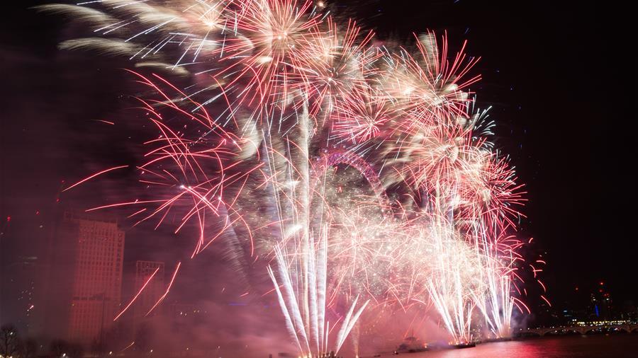 伦敦:焰火迎新年