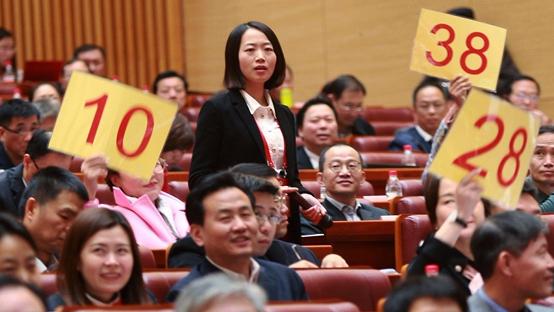 """广州市政协委员抢麦发言 """"幼儿园""""""""医改""""受关注"""