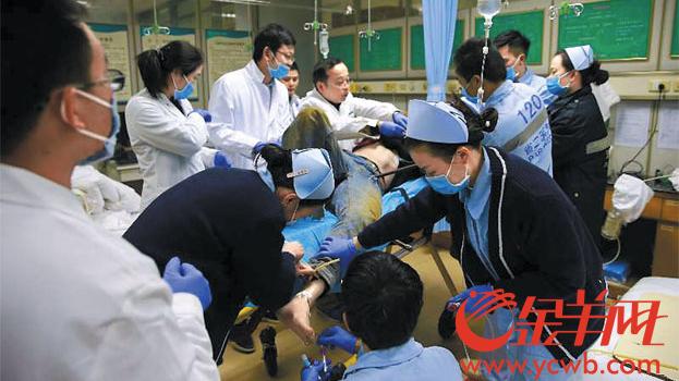 广州一工人被四根钢筋贯穿 8小时抢救他奇迹生还