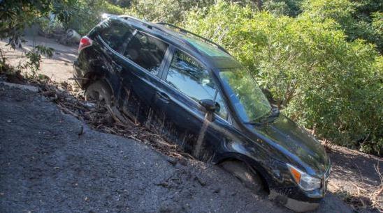 美国加州山体滑坡致18死28伤 仍有5名居民失踪