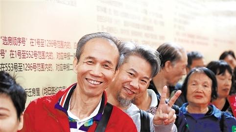 改建8年了村屋变洋房 广州冼村居民摇号挑选回迁房