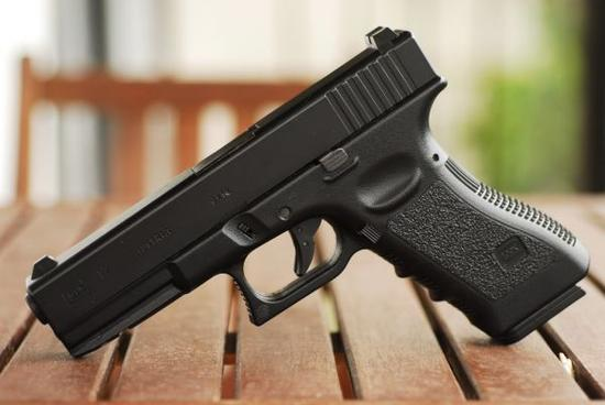h&k的9毫米vp9系列手耐用可靠而该公司的hk45型手火力更为强大.