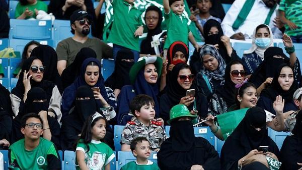 沙特女性首次被允许进入足球场观赛
