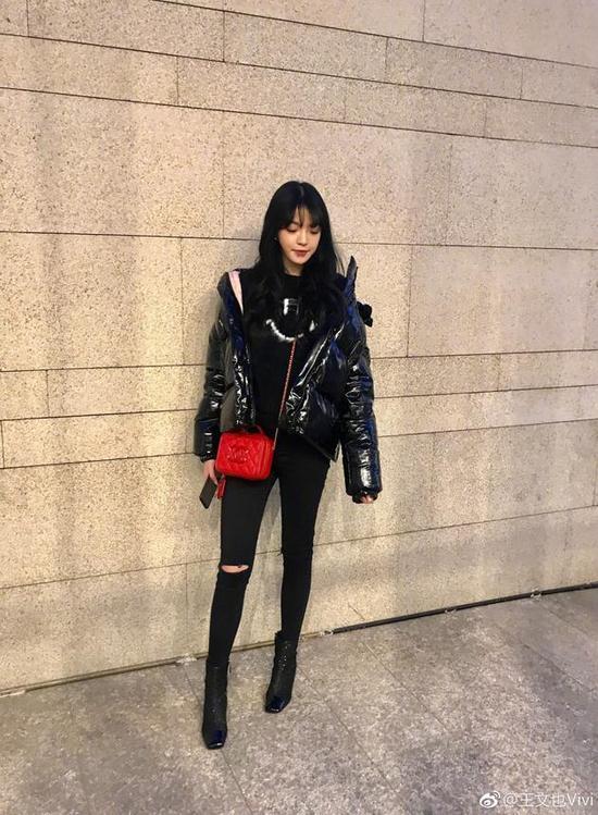 王中磊女儿身材高挑长腿吸睛