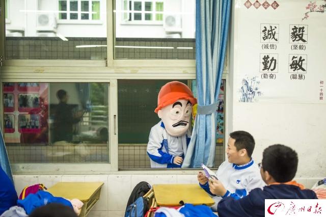 光头强来了!广州这所中学集体扮演跨年代动画片人物庆祝放假