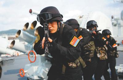 央媒探访海军陆战队:陆地猛虎、海上蛟龙、空中雄鹰
