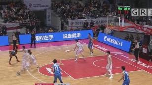 苏伟20+12雷蒙空砍33分 青岛男篮送八一队12连败