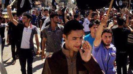 """伊拉克库区官员称拘押近4000名""""伊斯兰国""""成员"""