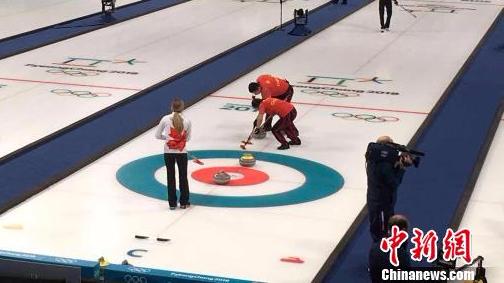 低级失误单局丢4分 中国冰壶混双不敌加拿大