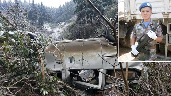 车祸危急时刻,过路军人冒险救五人性命