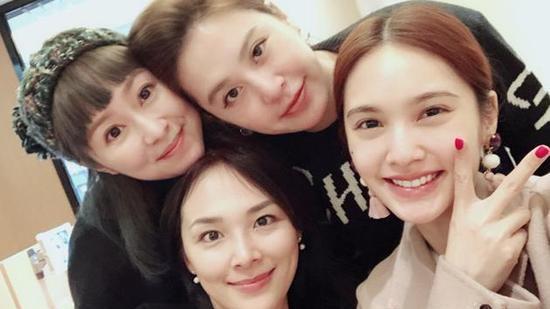 4 in love聚会 成员均已成妈妈 杨丞琳被网友催婚