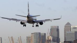 泰晤士河惊现二战时期未爆炸弹 城市机场紧急关闭