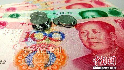 """中国央行春节前再投3930亿元预防""""钱紧"""""""
