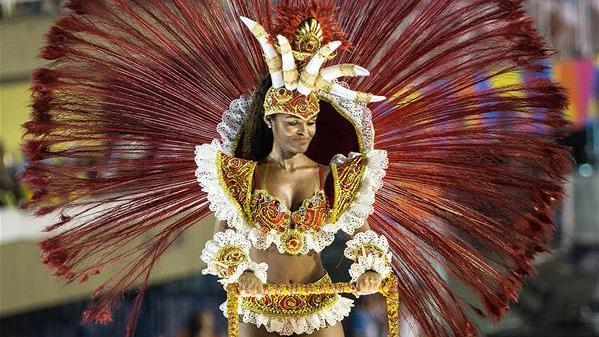 里约狂欢节特级组桑巴舞校花车巡游表演落幕