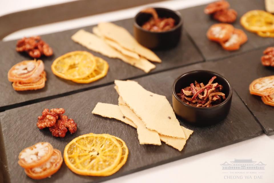 韩国总统设宴款待伊万卡 烤豆腐及拌饭登上餐桌