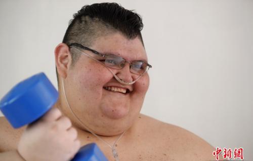 """""""全球最肥男子""""积极减肥 希望重新站起来走路"""
