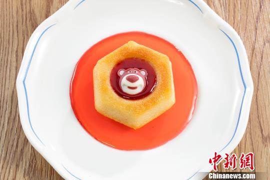 草莓熊费娜雪蛋糕 供图