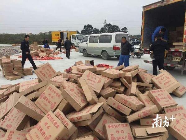 两个月来,执法人员查处37宗各类非法经营烟花爆竹案件(广州市安监局 供图)