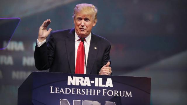 面对控枪呼声 特朗普大赞美国步枪协会是