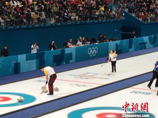 中国队选手在比赛中。 卢岩摄