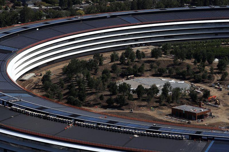 """""""太空飞船""""总部有瑕疵?苹果员工经常碰壁玻璃隔墙"""