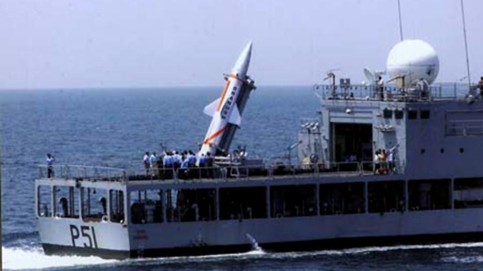 """印度成功试射""""丹努什""""巡航导弹 可携带核弹头"""