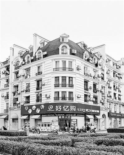 杭州一小区建出埃菲尔铁塔 被称为山寨巴黎