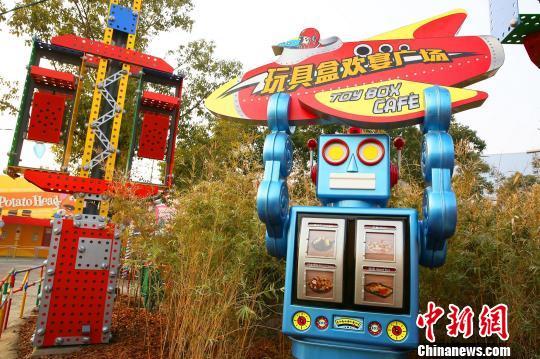 """上海迪士尼乐园首个扩建项目""""再下一城""""主题餐厅正式迎客"""