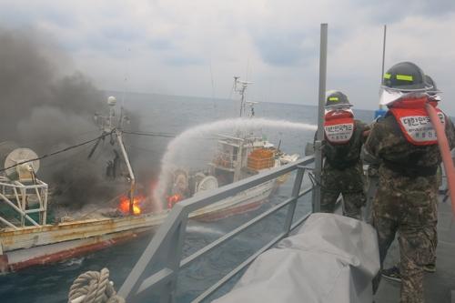 反过来了!中国渔船接韩国海警求救信号,救下8名韩渔民!