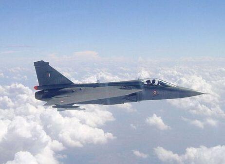为争取获得印度采购大单 美高官试飞印LCA战机