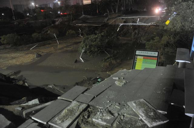 广东佛山市一主干道发生路面塌陷 至少8人死亡