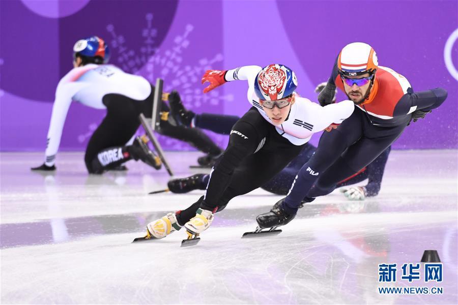 短道速滑男子1500米决赛竞争激烈。