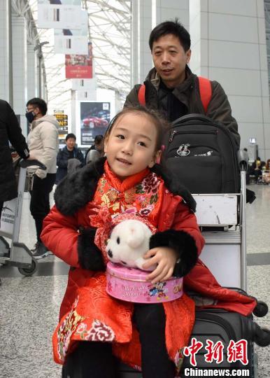 广东民航部门迎来节前客流出行高峰 返乡航班爆满 冯文生 摄