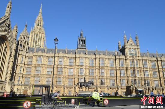 """国会大厦将""""崩塌瓦解"""" 英下议院表决整修提案"""