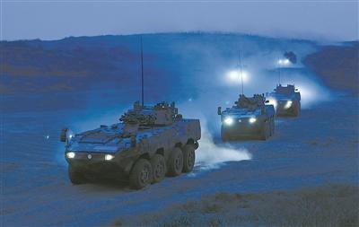 解放军寒冬训练:坦克实弹打最远距离跑最难路段