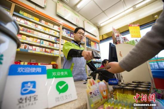 资料图:山西太原,民众正在使用手机支付。 <a target='_blank' href='http://www.chinanews.com/'>中新社</a>记者 张云 摄