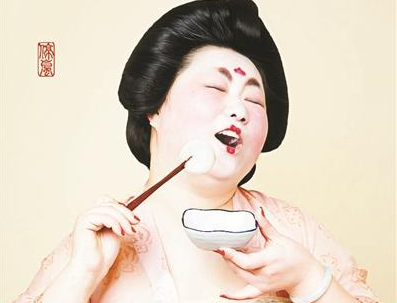 """""""唐朝仕女""""吃汤圆组图走红 创作者系汉服设计师"""